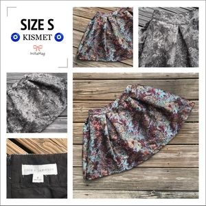 COCO + JAMESON Size S Puff Lined Print Skirt
